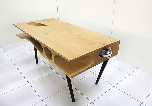 Kedileriniz Oynarken Sizin Çalışabileceğiniz Masa