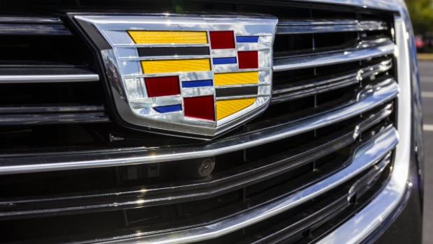 16 yaşına girdiğinde ehliyetini aldı ve okuduğu lisenin hemen yanındaki otoparka ailesinin kendisine hediye etti Cadillac Escalade aracını park etti. Spiegel'in babası, çocuğu için masraftan hiç kaçınmadı.