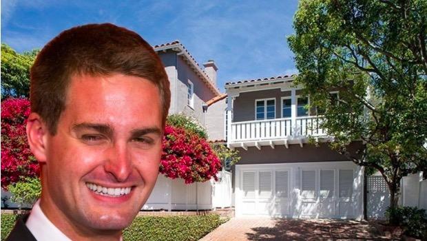 Spiegel, Kasım 2014'te babasının evinden taşındı ve Brentwood'daki üç odalı evini 3,3 milyon dolara satın aldı.
