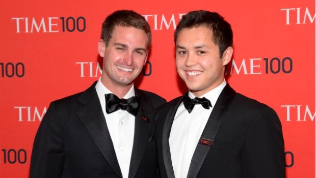 2014 yılında Spiegel'in şirketi, kendisi ve eş kurucusu Bobby Murphy'e 5'er milyon dolar borç verdi.