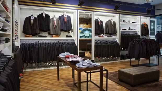 e30d9da5f0d97 Erkek müşteriler genelde 18-50 yaşları arasındadır ve tek başına alışveriş  yaparlar. Kadınlar ise hem eşleriyle, hem tek başlarına, hem de  arkadaşlarıyla ...